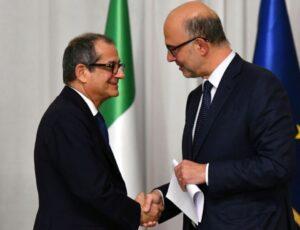 1165733-le-ministre-italien-de-l-economie-et-des-finances-giovanni-tria-g-et-le-commissaire-aux-affaires-eur